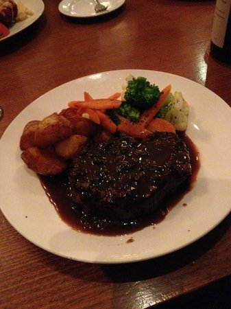 The Clubhouse Bar & Bistro: 350gm steak and pepper sauce