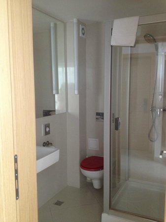Hotel Christina : bathroom
