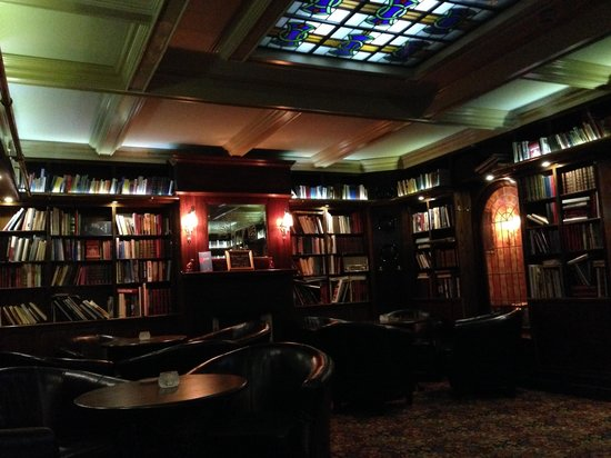 Elite Hotel Savoy : The library