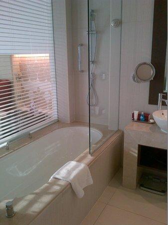 Crowne Plaza Abu Dhabi - Yas Island: Bathroom2