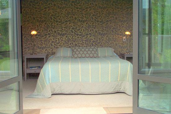Twin Oaks Fiordland B&B: Bedroom 1