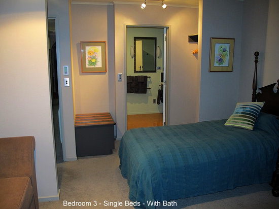 Twin Oaks Fiordland B&B: Children's Room