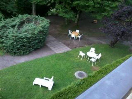 Hotel Bellevue: garden 2