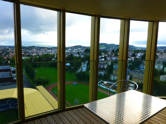 HITrental Allmend Comfort Apartments: Balcony