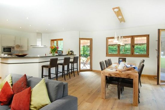 The Lodge: Living Room