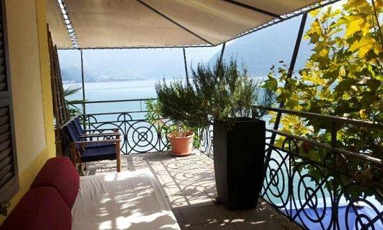 Dellago: Grosser Balkon eines kleinen Zimmers