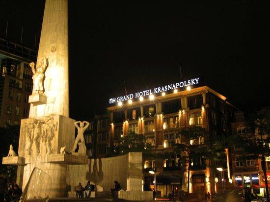 NH Collection Amsterdam Grand Hotel Krasnapolsky: L'albergo, su piazza Dam
