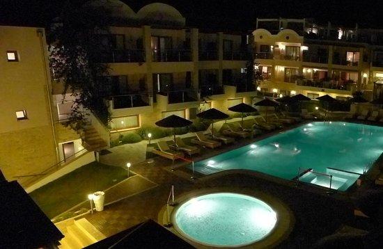 Olympion Sunset: Blick auf den Poolbereich