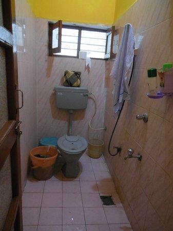 Archana Guesthouse: Bathroom