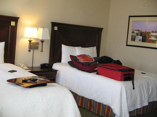 Hampton Inn & Suites Newark-Harrison-Riverwalk: Super comfy beds with plenty of room to walk around