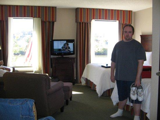 Hampton Inn & Suites Newark-Harrison-Riverwalk: plenty of space and nice big windows