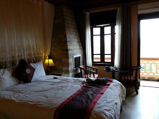 Holiday Sapa Hotel: It's not bad. I feel surprise i can have a room with a nice mountain view.