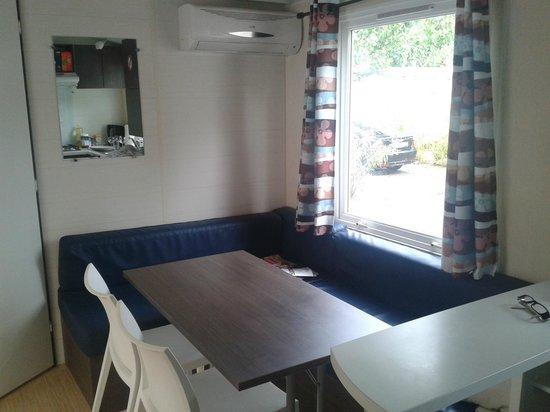 Var Mobil Home: Sitzecke, Wohnbereich