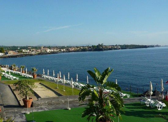 Hotel Santa Tecla Palace: vue en partie de la plage accés direct à la mer par escalier