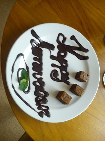 Pembroke Kilkenny: Stayed for our anniversary - chocolate treats were delicious!