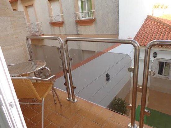 Hotel Apartamentos Loto Conil: Terraza de la habitación