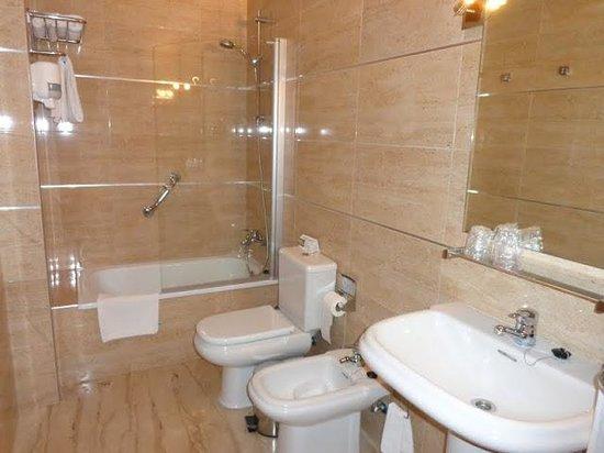 Hotel Apartamentos Loto Conil: Baño