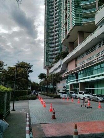 Chatrium Hotel Riverside Bangkok: entrance chatrium area ( hotel & condo )