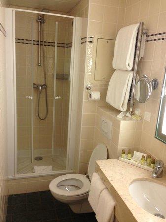 Le Relais Montmartre: La salle de bain (chambre 101)