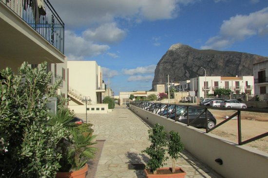 Hotel Sikania: Hotel and parking