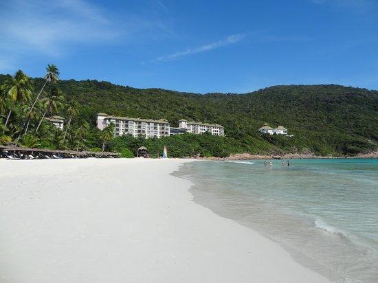 The Taaras Beach & Spa Resort : Resort Beach