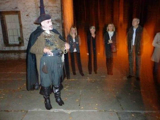Stirling Ghost Walk: What are the orange glows?