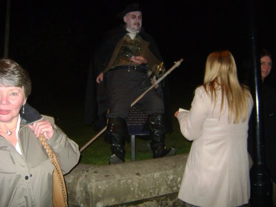 Stirling Ghost Walk: Meeting our guide