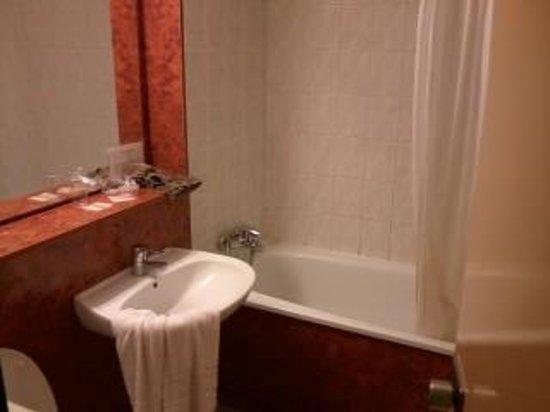 Hotel Restaurant des Lacs : Bathroom