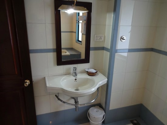 The Landmark : Bathroom View 2