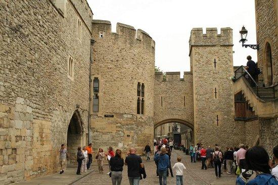 ทาวเวอร์ออฟลอนดอน: Inside Tower of London