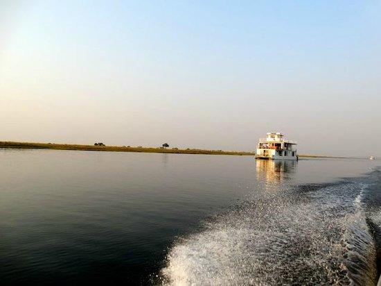 Ichingo Chobe River Lodge - Zambezi Queen Collection : le bateau