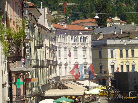 Hotel Dell'Angelo: Vista piazza dal balcone del ristorante