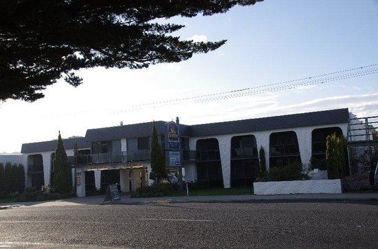 Banjo Paterson Motor Inn : front view from road