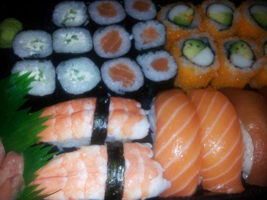 Sushis et california photo de nikki sushi salon de for Hai sushi salon de provence