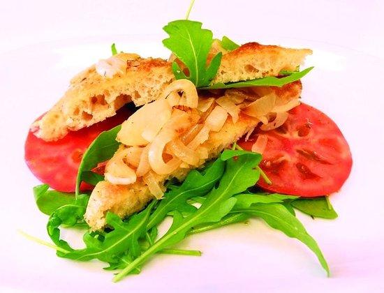 Pomodoro Pizzeria & Cafe : Focaccia with onion
