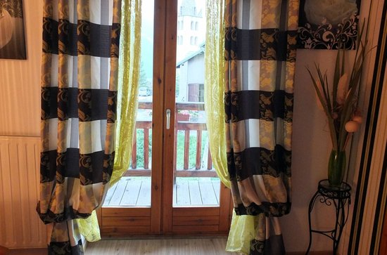Auberge de Catherine : Les rideaux de la chambre