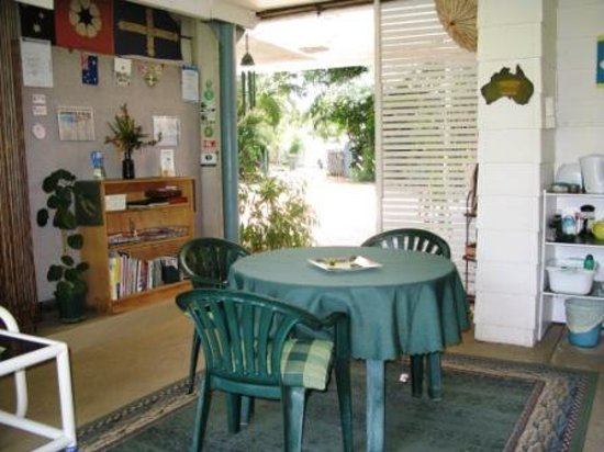 Frangipanni Bed & Breakfast: The breezeway
