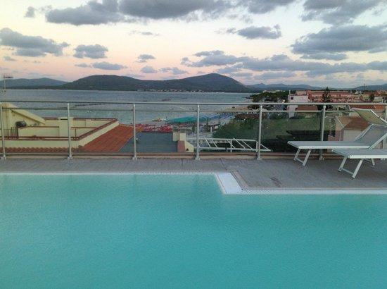 Alma di Alghero Hotel: Бассеин на крыше отеля