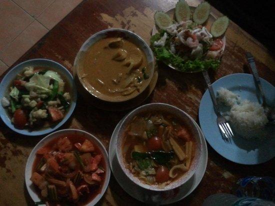 Tukta Thai Food: masaman curry, tom yum, sour & spicy seafood salad