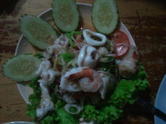 Tukta Thai Food: sour & spicy seafood salad