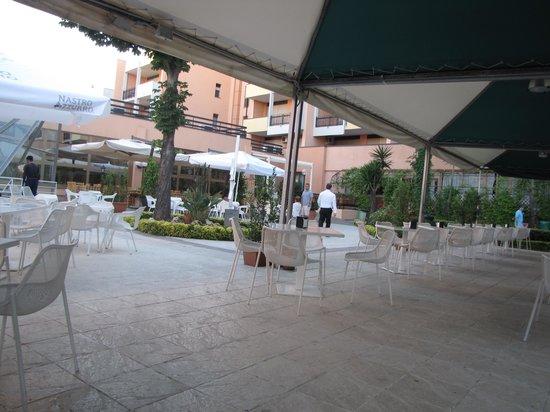 Parco Tirreno: Garden restaurant, but little food choice