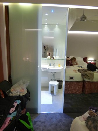 Hotel Berna: Room and Ensuite