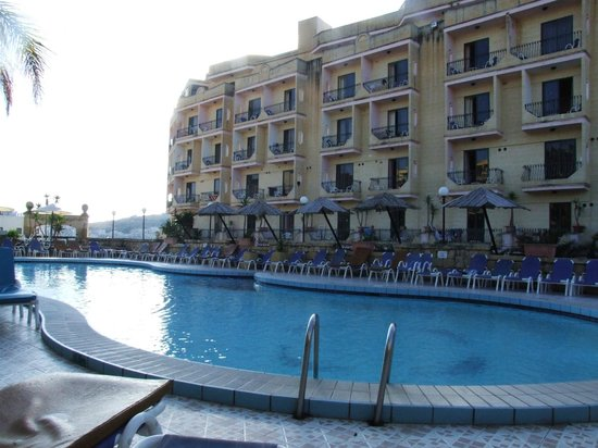 Porto Azzurro: Outdoor pool and hotel