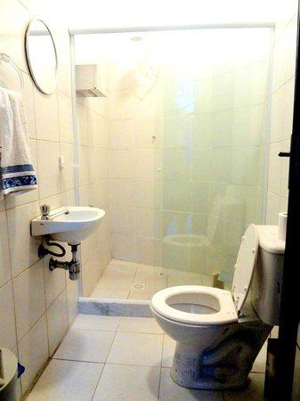 Banana Z Hostel : banheiro limpo