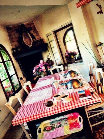 Riverside-Home-Cottage : El comedor con vistas