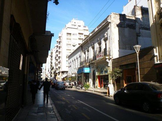 Uenosanso Buenos Bekkan : アパートの通り