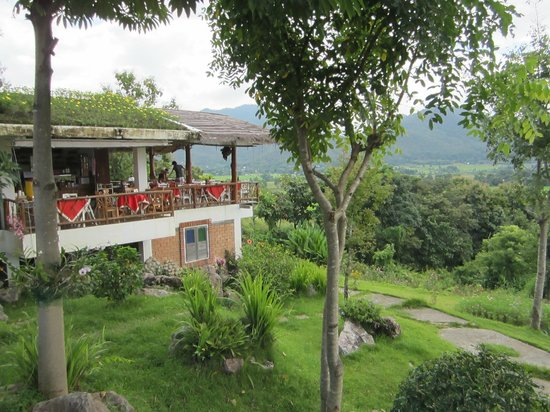 Pripta Resort: This building is the dining area where you have morning breakfast