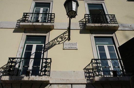 Miss Lisbon - Day Tours: Apartamento onde Fernando Pessoa nasceu.
