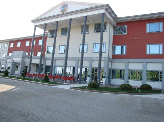 Hotel Poppi: Hotel frontage.