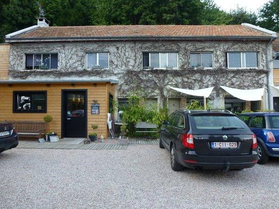 Hotel Monet: Un des deux bâtiments de l'hôtel - chambres avec petite terrasse privative